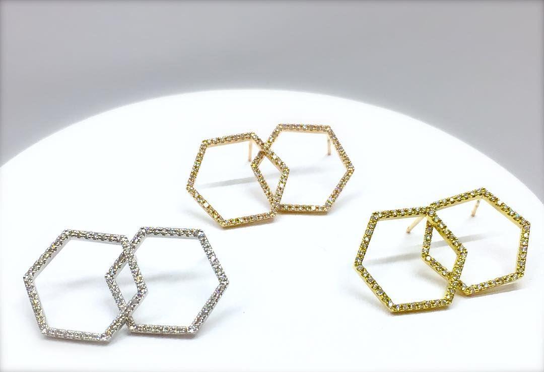 こんにちは l co 伊勢丹新宿店です 大人気のマイクロセッティングダイヤモンドシリーズ から 大変ラグジュアリーな新作ピアスが届きました 世界で最も美しいバランスと言われている六角形は 長寿や富の象徴と呼ばれているそうです 繊細な地金に 極めて小さな
