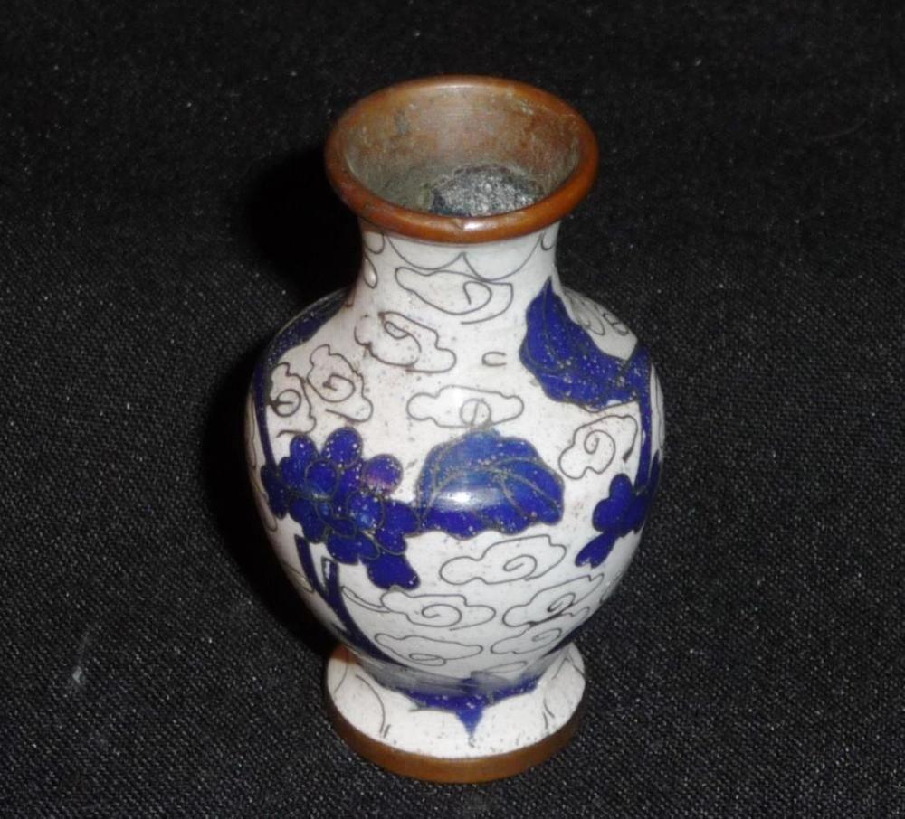 Vintage chinese mini cloisonne vase white cobalt blue vintage chinese mini cloisonne vase white cobalt blue turquoise base reviewsmspy