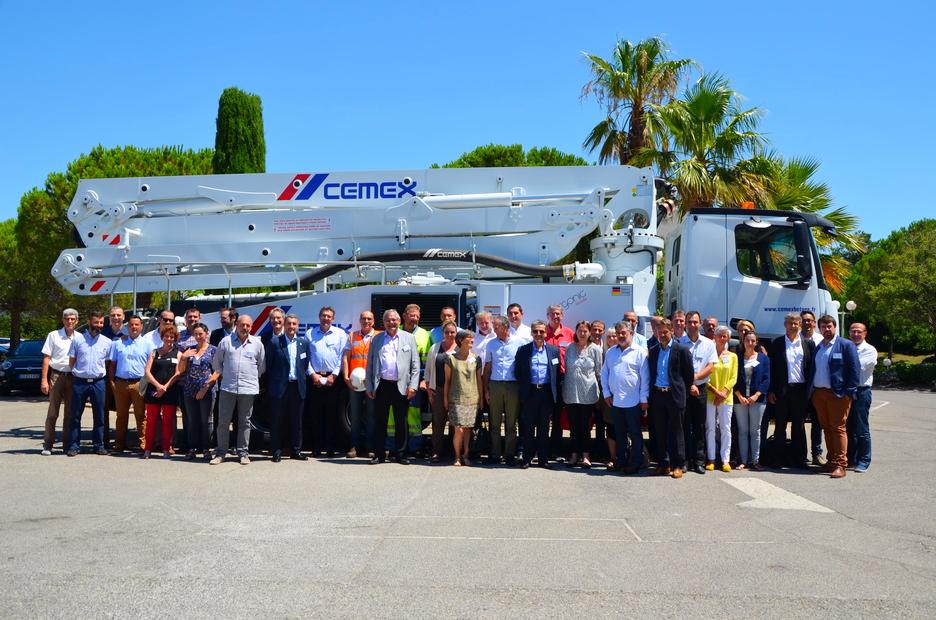 Une Nouvelle Pompe A Beton Flambant Neuve Vient Completer La Flotte De Vehicules Cemex Betons De La Region Sud Est France Beton Vehicule