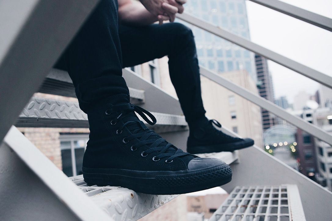 black on black converse mens
