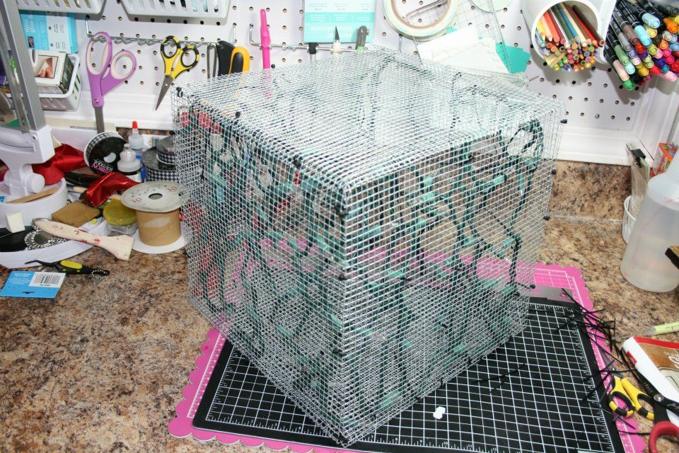 Chicken Wire Christmas Decorations | How To Make A Lighted Christmas Box  Decoration Trendy Tree Blog