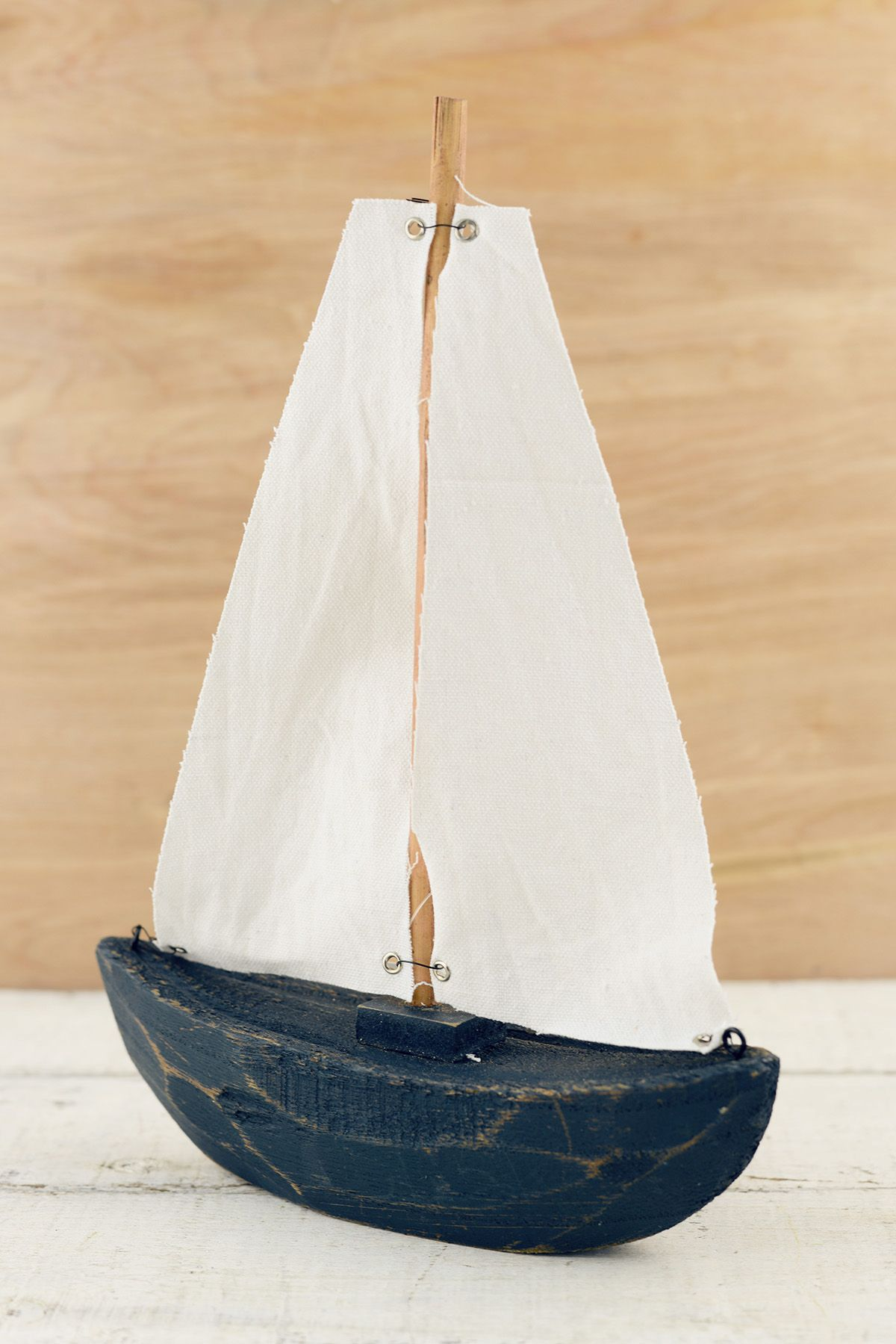 Wood Sailboat Blue/White 11x8in