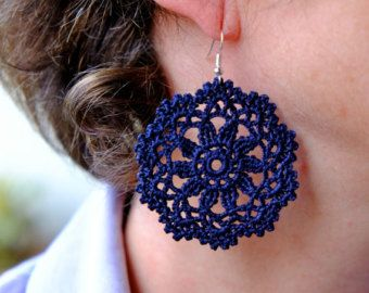Black crochet earrings pattern, dangle diamonds earrings, crochet bijoux, textile cotton jewelry, pendant lace earrings, boho chic jewelry #crochetedearrings