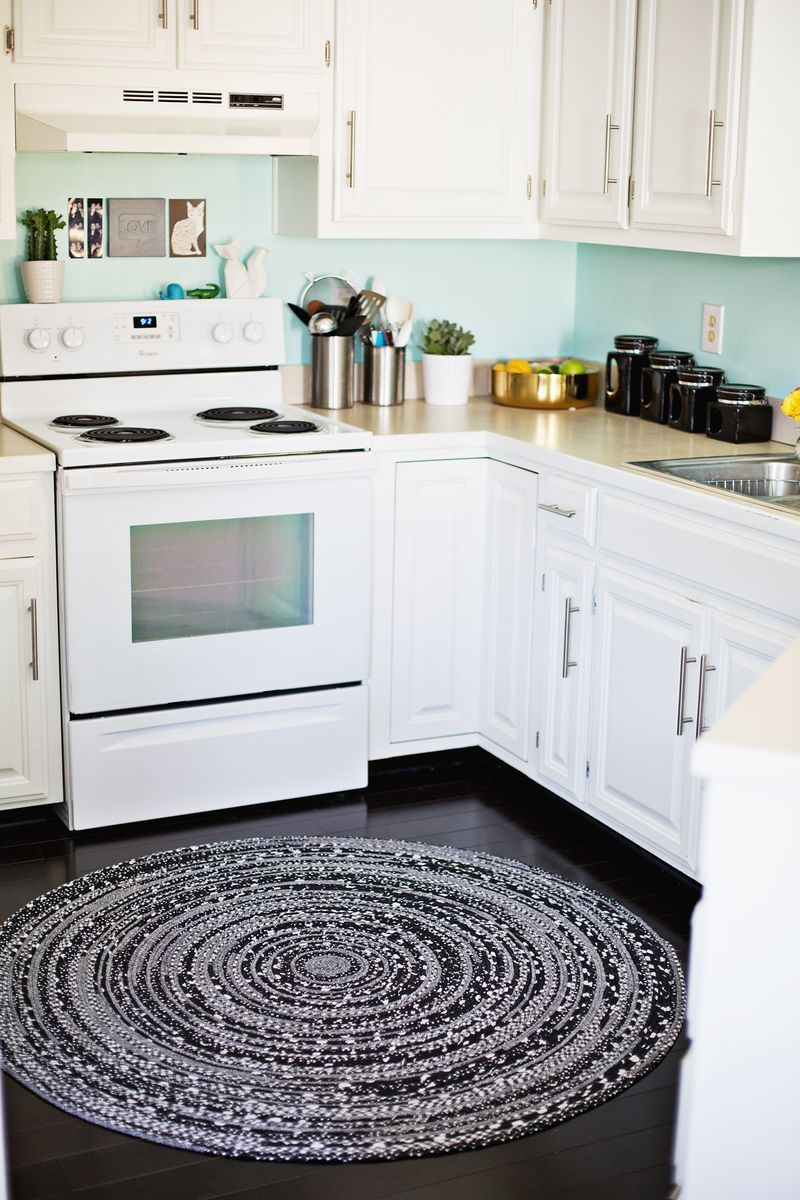 Make Your Own Rope Rug So Cute! (click Through For Tutorial). I Am SO Doing  This With My Vintage Sheet Collection!