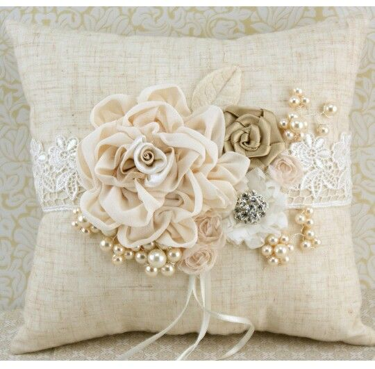 Shabby Chic Pillow Ideas : DIY Pillow Ideas and Tutorials Shabby chic pillows, Shabby and Pillows