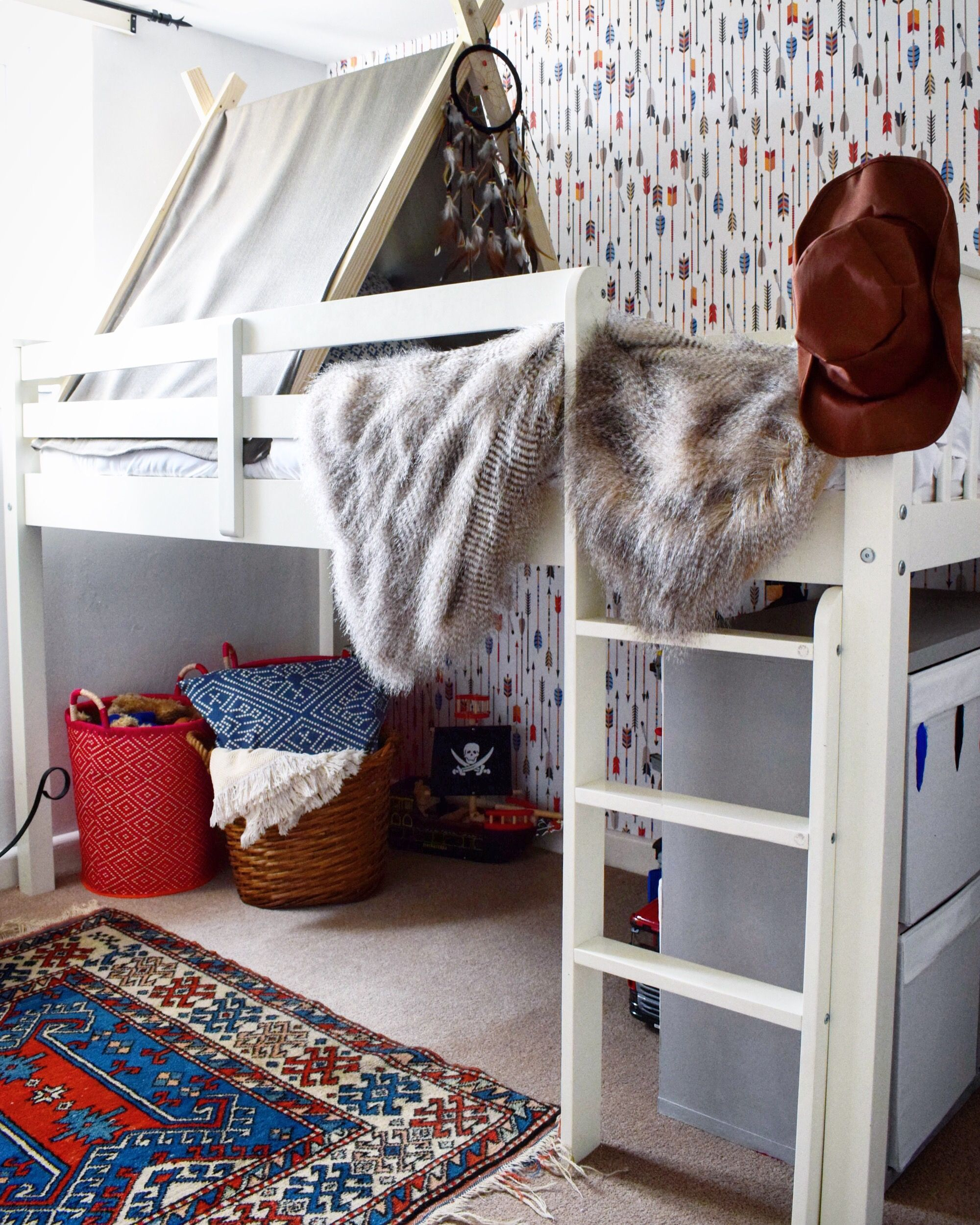 Little boys bedroom / cowboy and Indians / Pixers