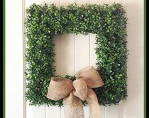 Boxwood Wreath - Squareal deal dif bow   Javi Christas