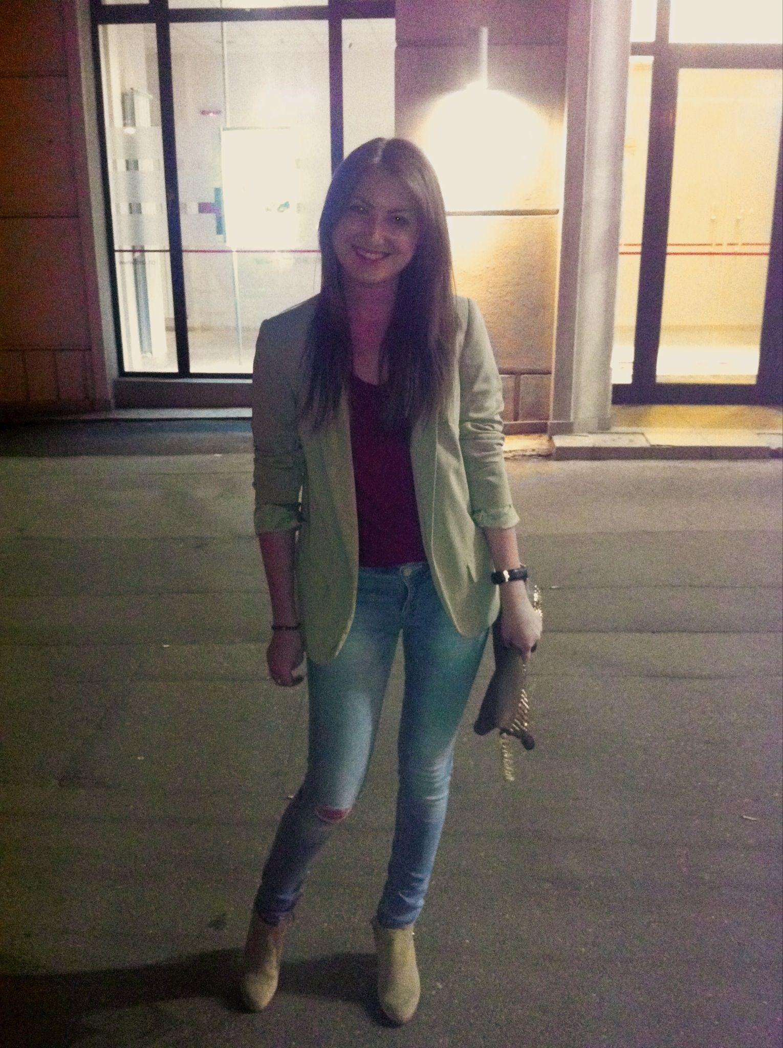 Ripped jeans beige boyfriend blazer suede boots