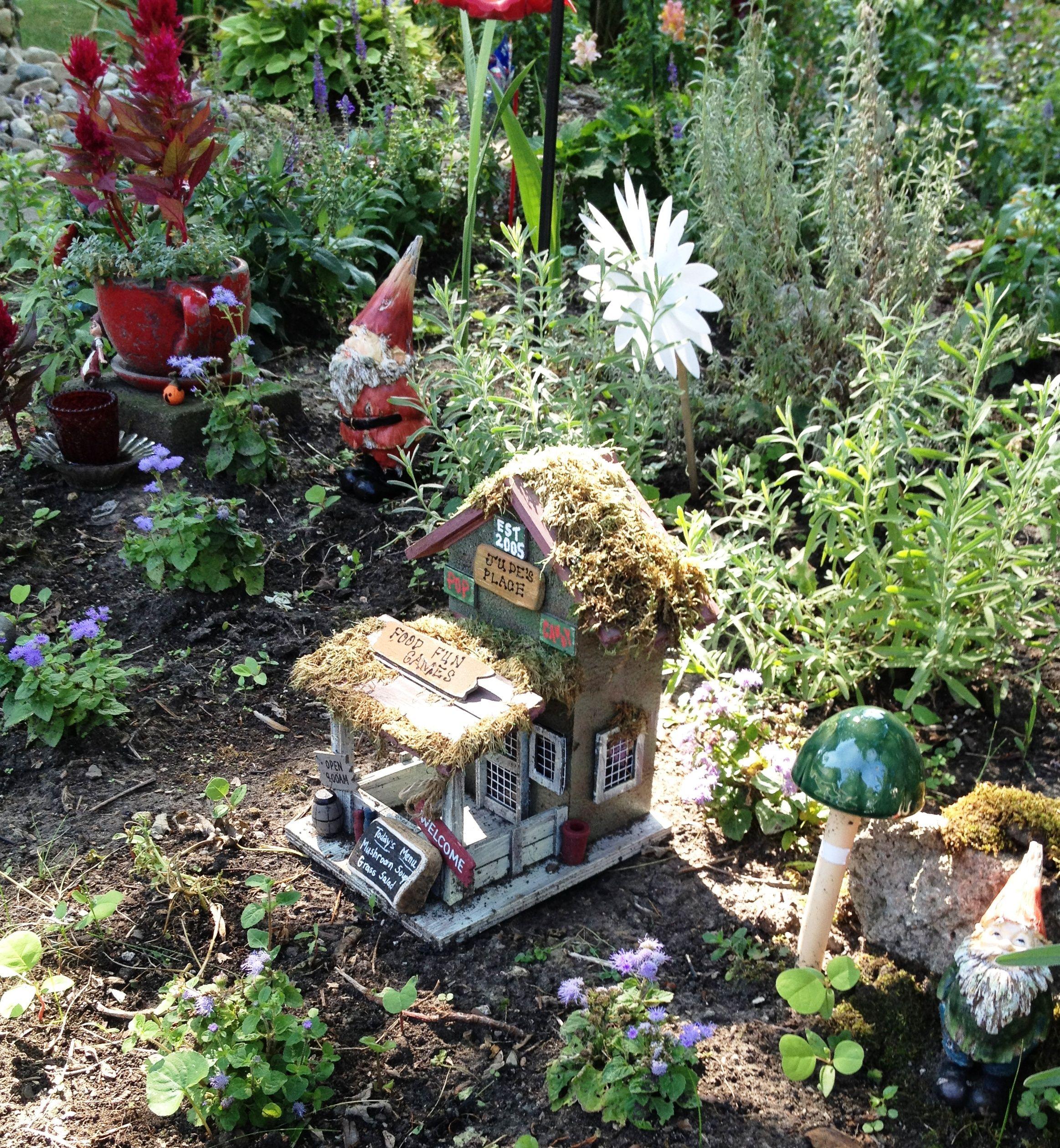 Gnome In Garden: Fairy Garden Houses