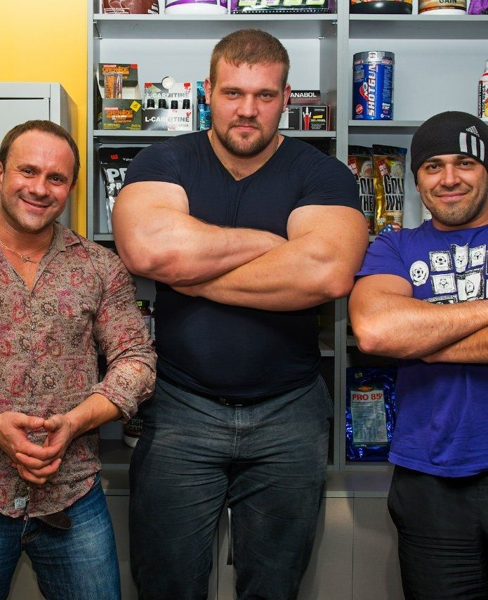 Kirill Sarychev And Normal Sized Men Dob  Height 197cm 6 5 Ft Weight 160kg 352 Pounds