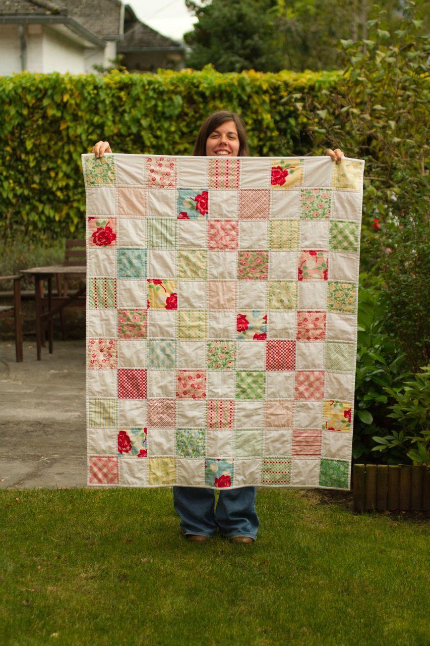 Apesar do meu grande entusiasmo, sou relativamente nova no mundo dos quilts . Frequentei umas aulas  dadas pela Luísa (dona da loja dotQuilt...