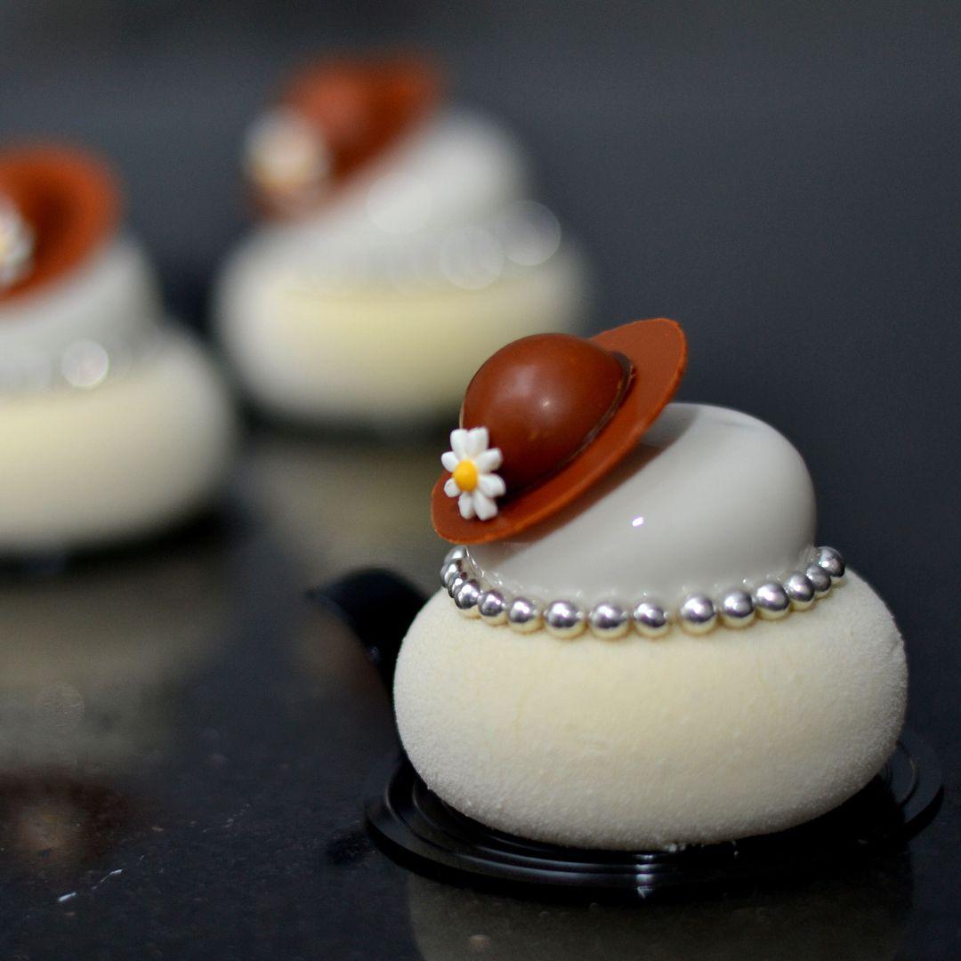 Madam vanilla ✌️#vanilla#silikomart#petitegateaux#blanc