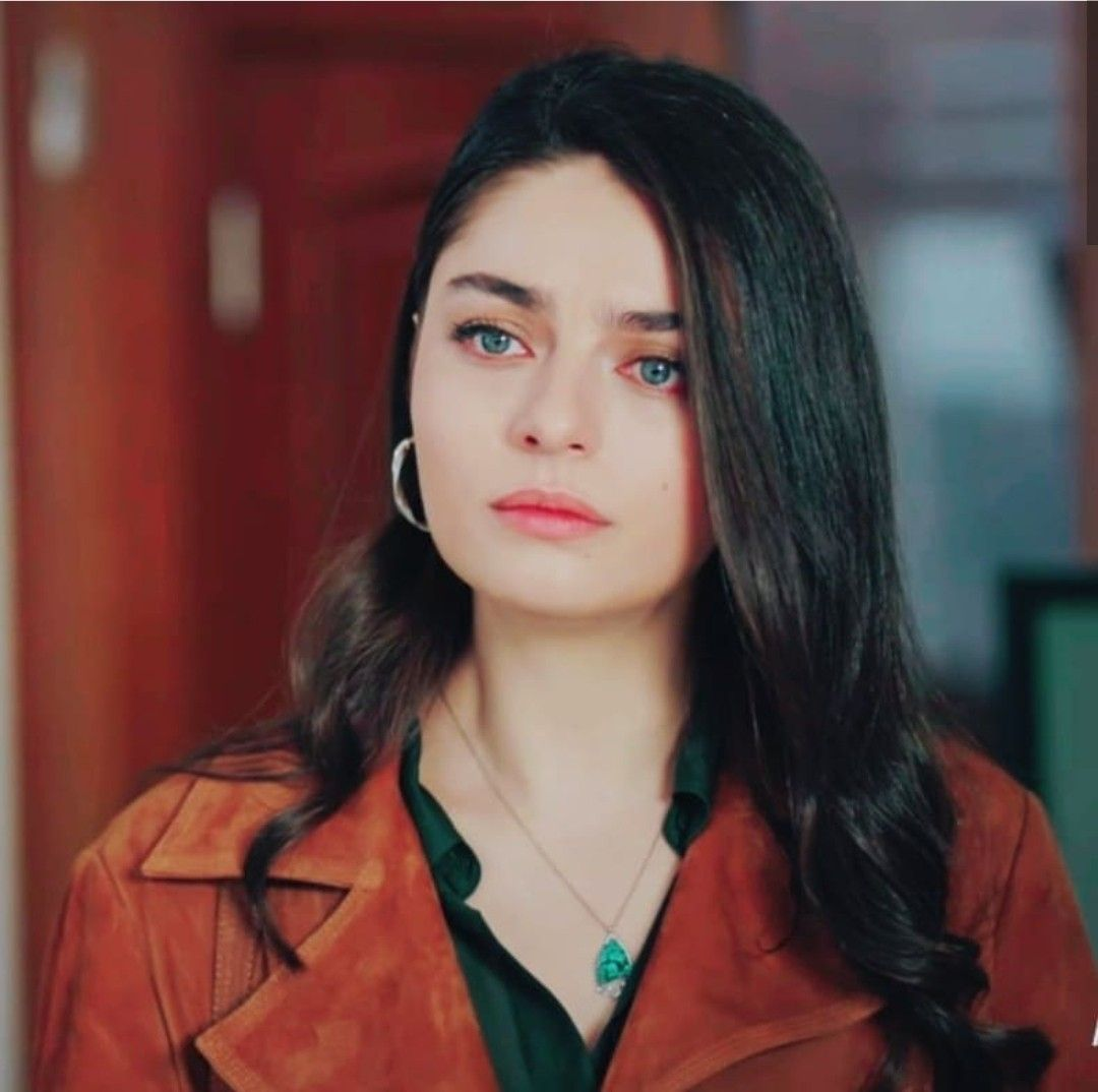 Pin by Filiz on ünlüler in 3  Beautiful women faces, Turkish