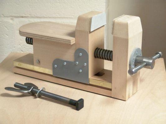 Resultado de imagen wood carving bench vise round