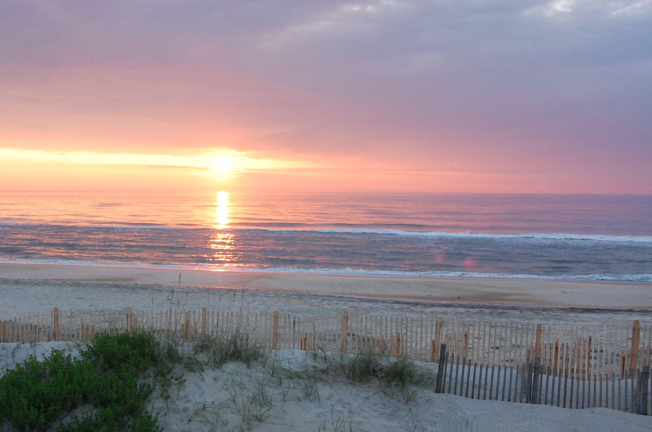Outer Banks Sunrise In Rodanthe North Carolina Nc Beaches Beautiful Places To Live Beautiful Sunrise