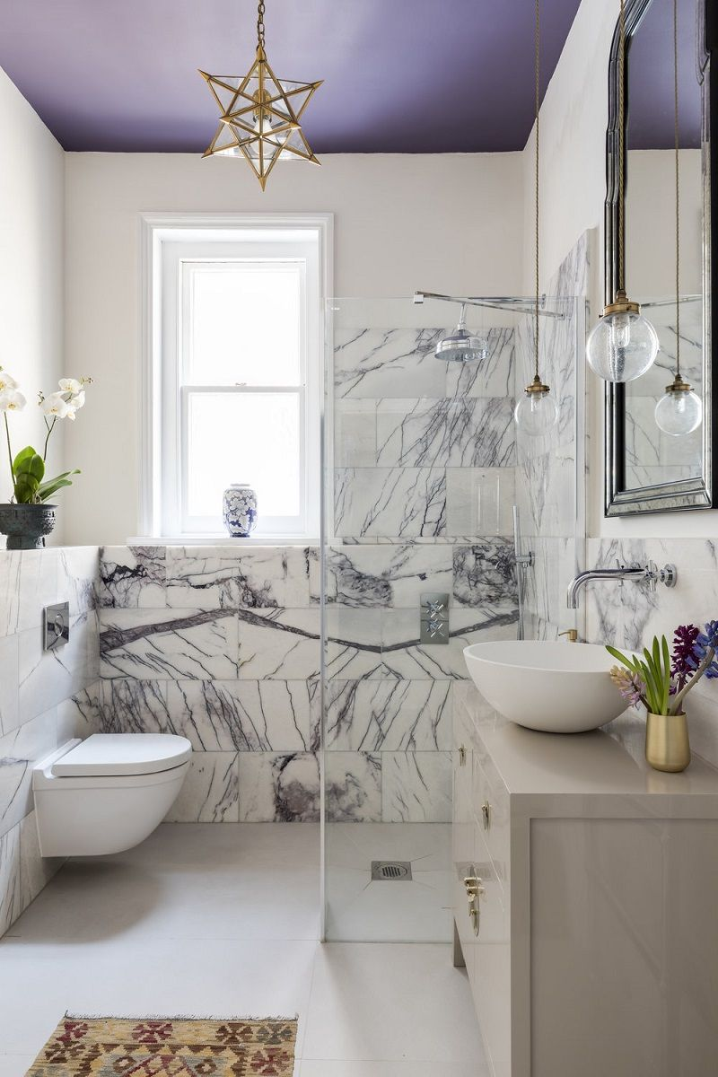 How To Decorate With The Pantone 2018 Color Of The Year Ultra Violet Living After Midnite Purple Bathroom Decor Gold Bathroom Decor Purple Bathrooms