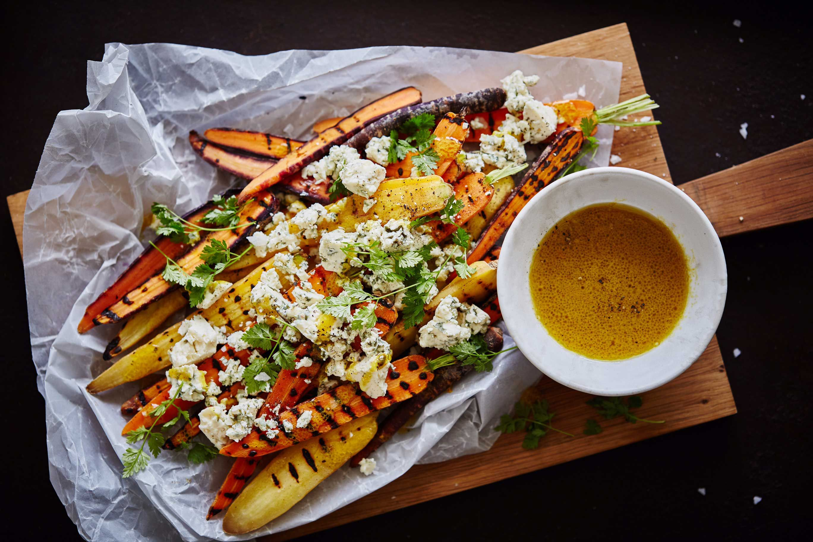 Grillede gulerødder med Danablu