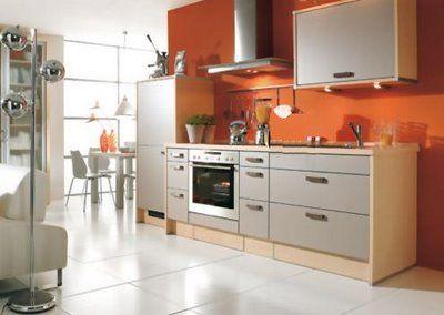 Pared naranja muebles grises interior madera cocinas - Colores de pintura para cocinas modernas ...