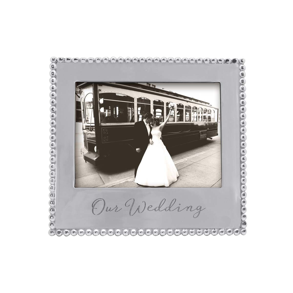 The perfect frame for showing off your wedding day and the