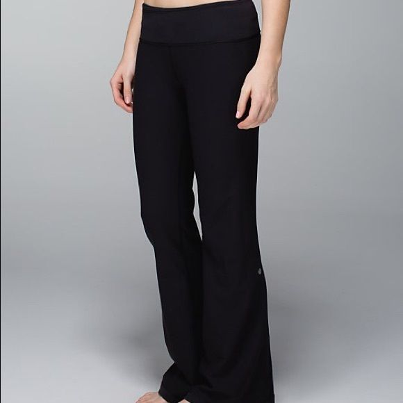 Lululemon groove pants In EUC full length Lululemon groove pants. No pilling or stains. Regular length boot cut fit. Size 6 lululemon athletica Pants