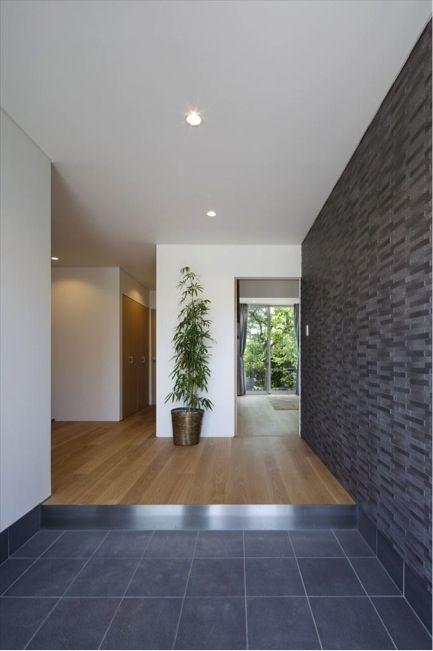 開放的な玄関ホール A1 House シンプルモダンなバリアフリー住宅