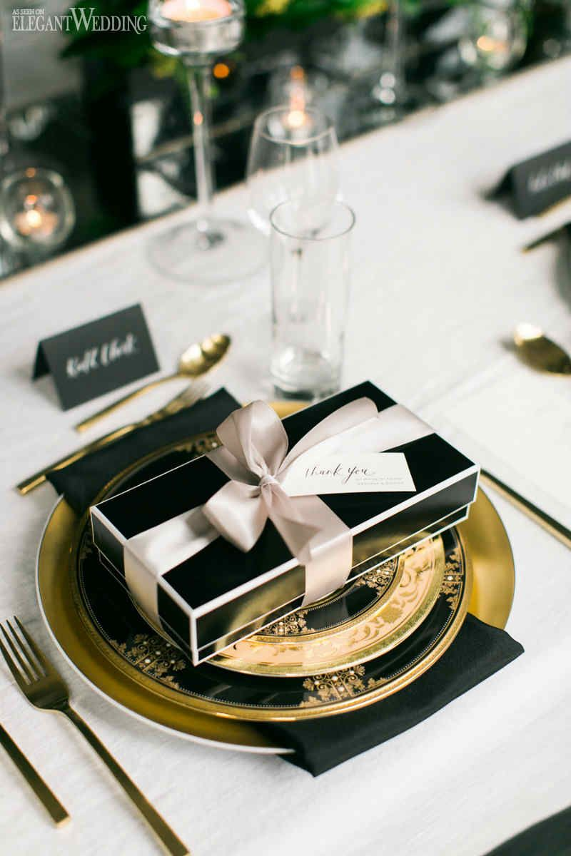 Black and White Wedding with Pops of Green | Favors and Weddings