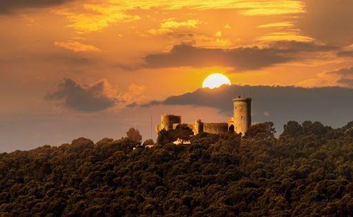 Castillo de Bellver #Mallorca https://www.facebook.com/senderosdemallorca/posts/744150038965269… pic.twitter.com/UBRQB5R16m