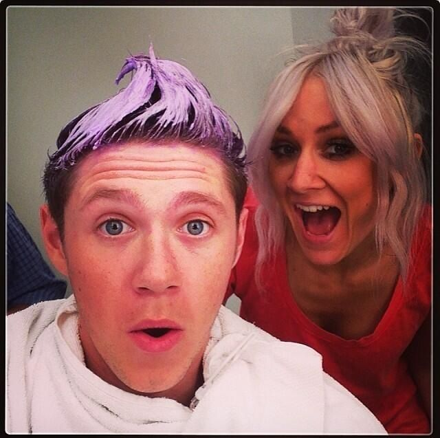 Niall is going lilac backstage!