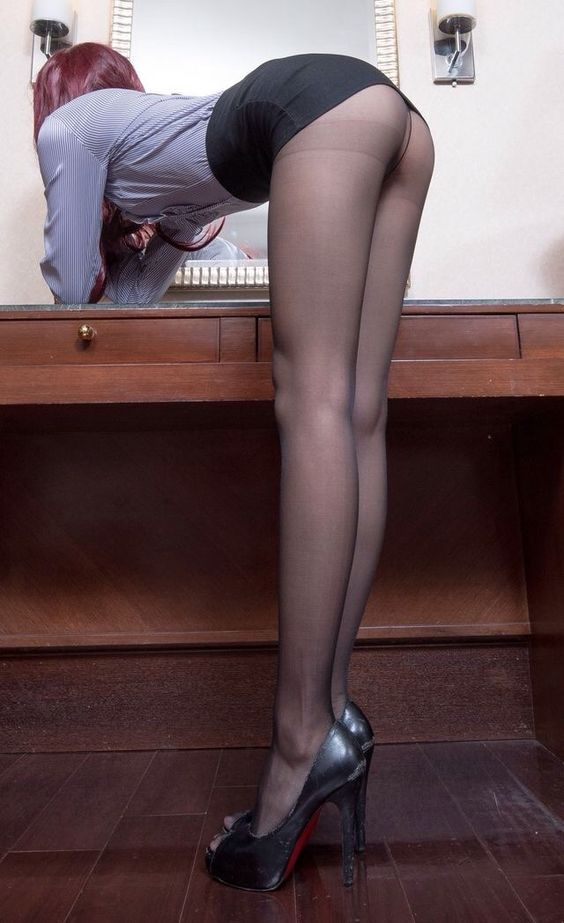 Sexy redhead amateur girls nude