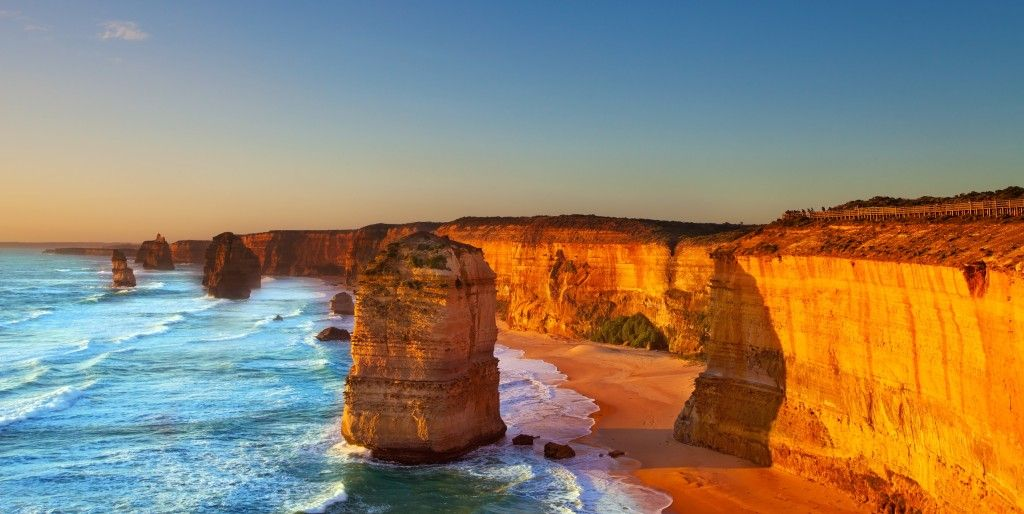 22 FREE THINGS TO DO IN MELBOURNE www.HostelRocket.com  The Great Ocean Road