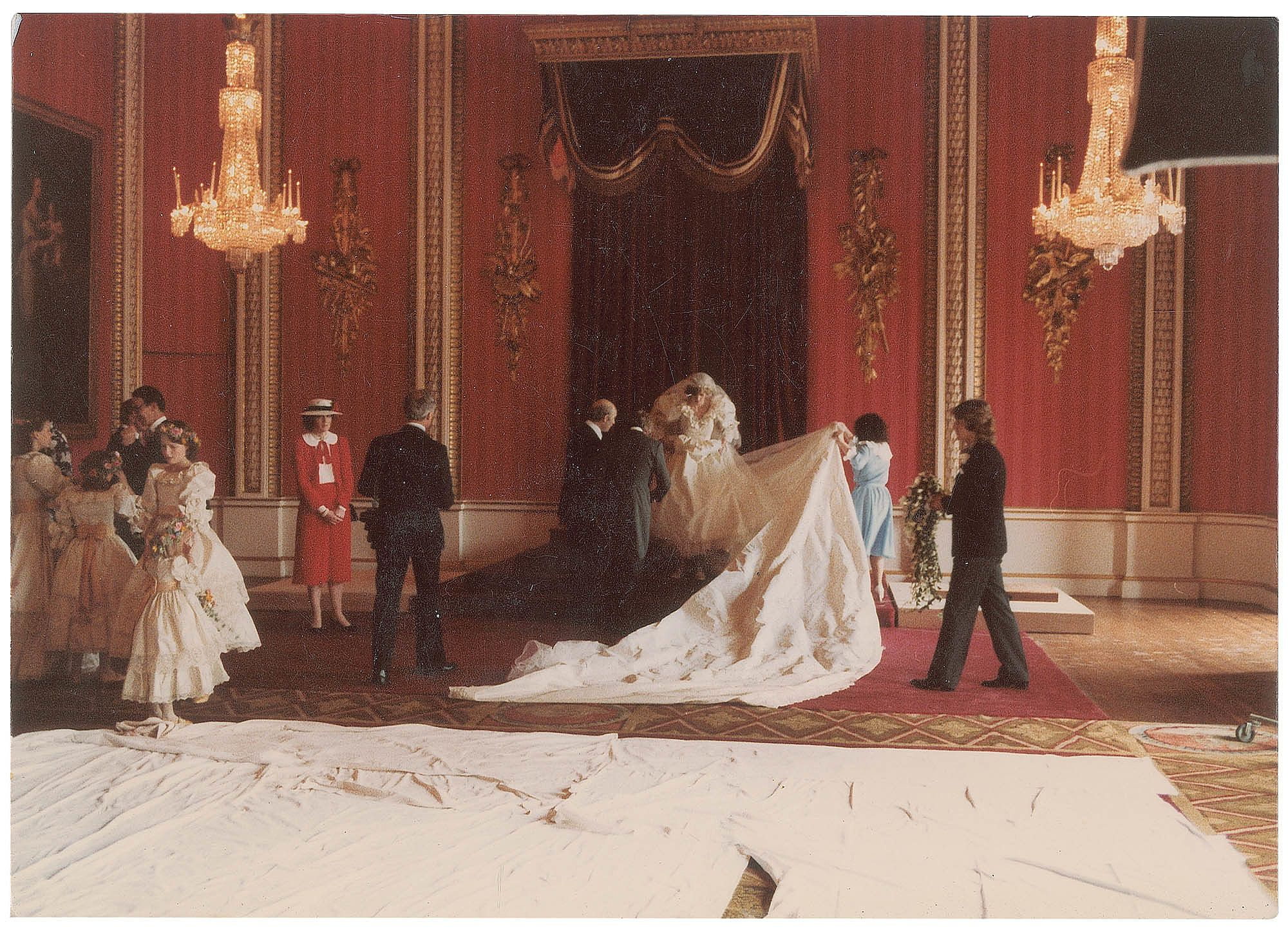 A Sweet Look at Candid Moments From Princess Diana\'s Wedding Day ...
