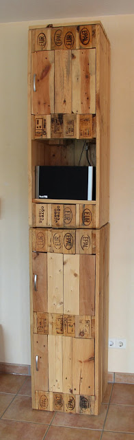 schrank aus europaletten cupbooard made from pallets. Black Bedroom Furniture Sets. Home Design Ideas