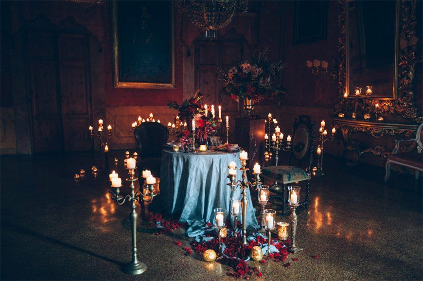 Daring Dark Florals For A Gothic Wedding Theme Chwv Gothic Decor