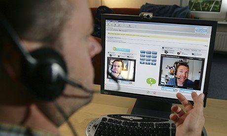 Auch wenn man diesmal keine Schwierigkeiten hat, das richtige Office zu finden, kann ein Skype Interview eine Menge andere Herausforderungen mit sich bringen. Lesen Sie diesen Pin, um den richtigen Eindruck von sich zu übermitteln.