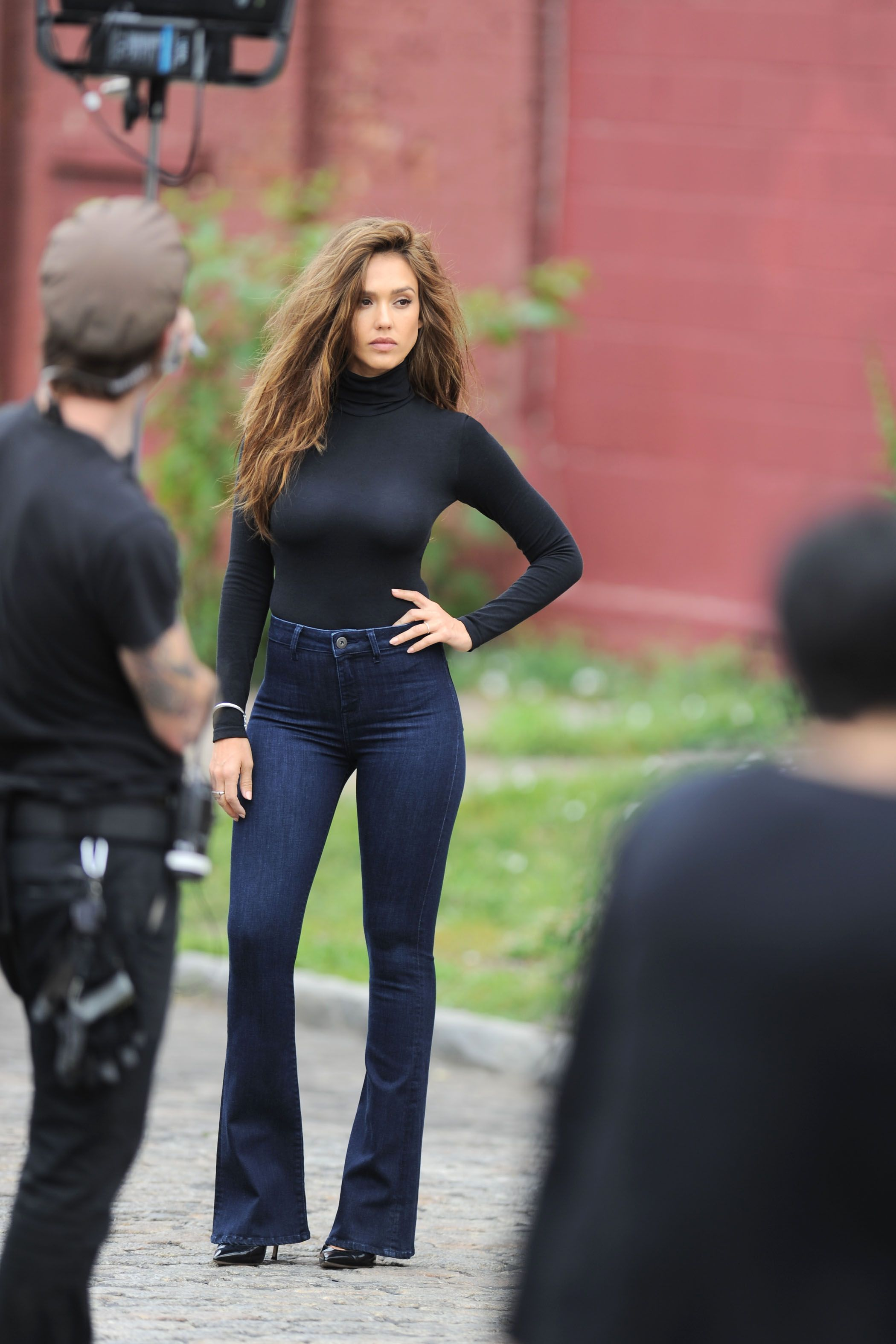 c16ef7021d21 Jessica Alba on set of a photoshoot in NYC 6 19 16