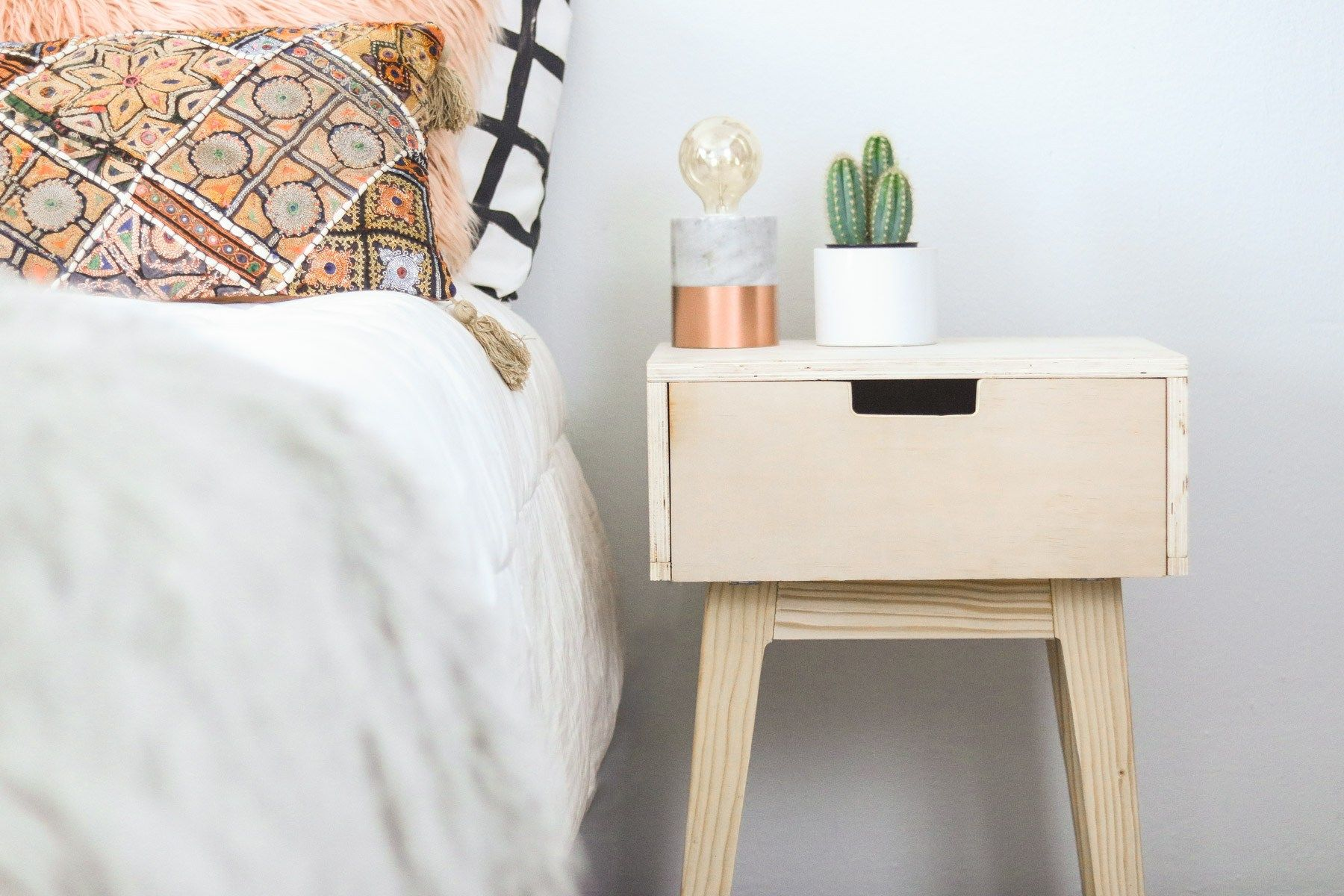 Heres A Quick And Easy Diy Nightstand Tutorial To Brighten