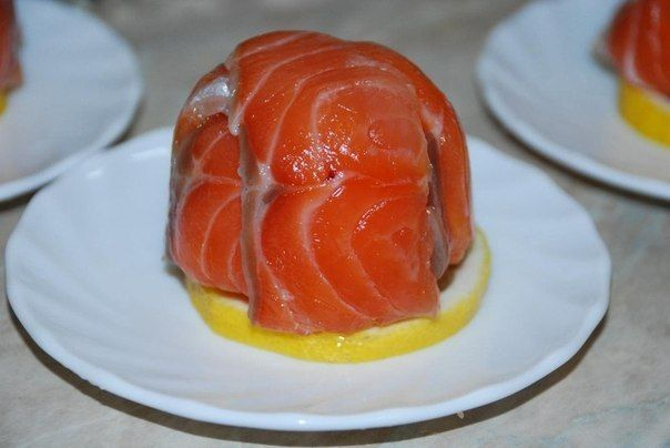 Appetizingsalmon with Philadelphia cheese! Very simple, light and delicious recipe that will not take too much time to cook it. Ingredients  Red fish Salted (salmon, trout, salmon) - 200 g Philadelphia cheese - 100 g Dill - 2 twigs. Lemon - 1 pc.   Preparation  For the preparation o