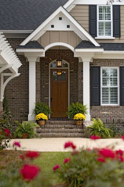Curb Appeal Another Great Example Of Beautiful Design Together With A Craftsman Front Door And A Garage Pergol Exterior Brick Red Brick House House Exterior