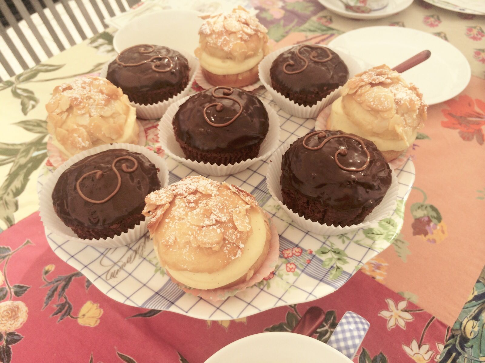 Sacher und Bienenstich Cakes alles was Freude macht ✨ SelfmadeLeckere Kuchen