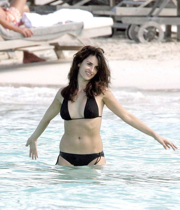 penelope-cruz-bikini-pics-with-stripper-video