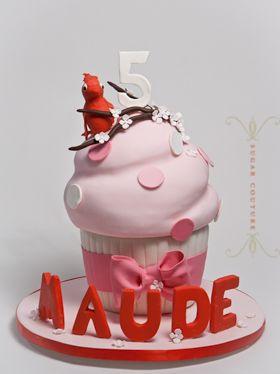 big cupcake  http://www.sugar-couture.com/portfolio/portfolio-childlike/#big-cupcake