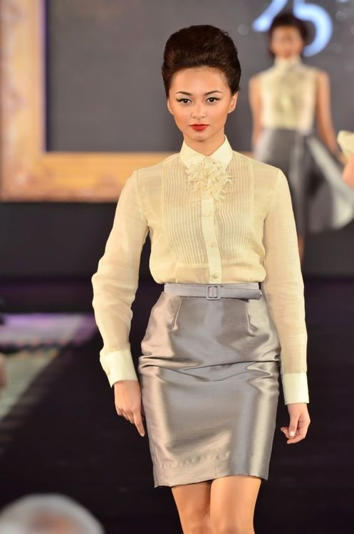 6dff3534dee by JC Buendia (I love these kinds of variations on barong) Modern Filipiniana  Gown