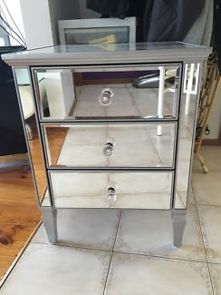 Mirrored Bedside Table Tables Gumtree Australia Hume Area Meadow Heights 1108792922
