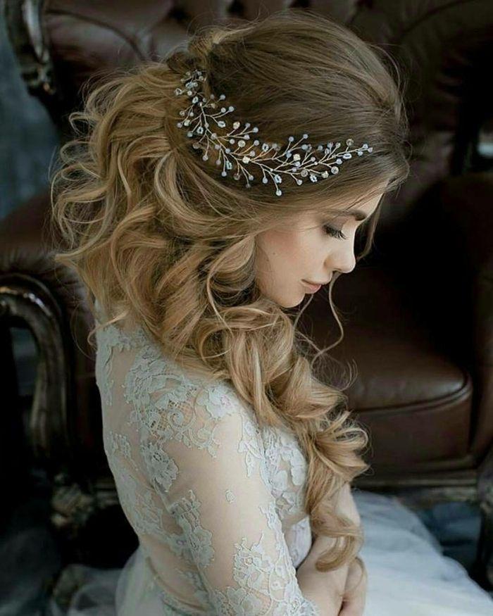 nette, junge Dame, Flechtfrisuren Hochzeit, ein lässiger Zopf, Glasperlen Haarschmuck