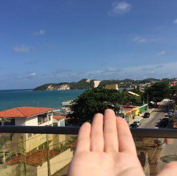 Bom dia. Vamos começar o dia com esta foto da nossa hospede Brunella, mostrando como estão as manhãs aqui em Ponta Negra.  www.praiamarnatal.com.br