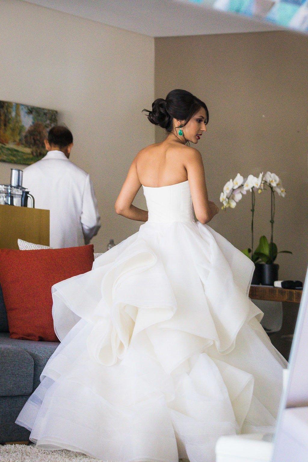 Vera Wang Katherine Second Hand Wedding Dresses Stillwhite Coutureweddingdresses Wedding Dresses Vera Wang Vera Wang Wedding Wedding Dress Store [ 1536 x 1024 Pixel ]