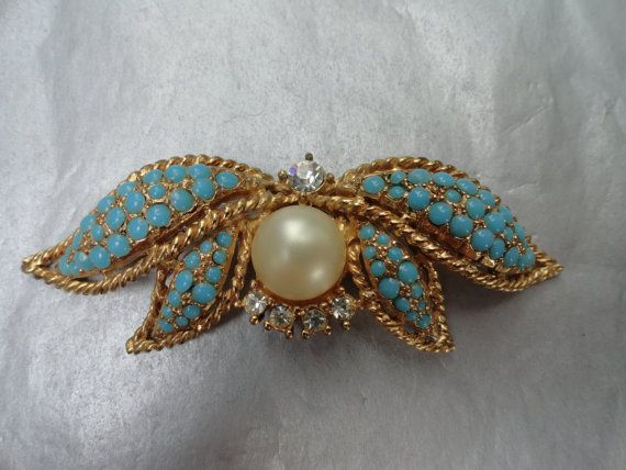 Vintage Lotus Flower Brooch with Faux Turquoise di BBGIMAGINATIONS