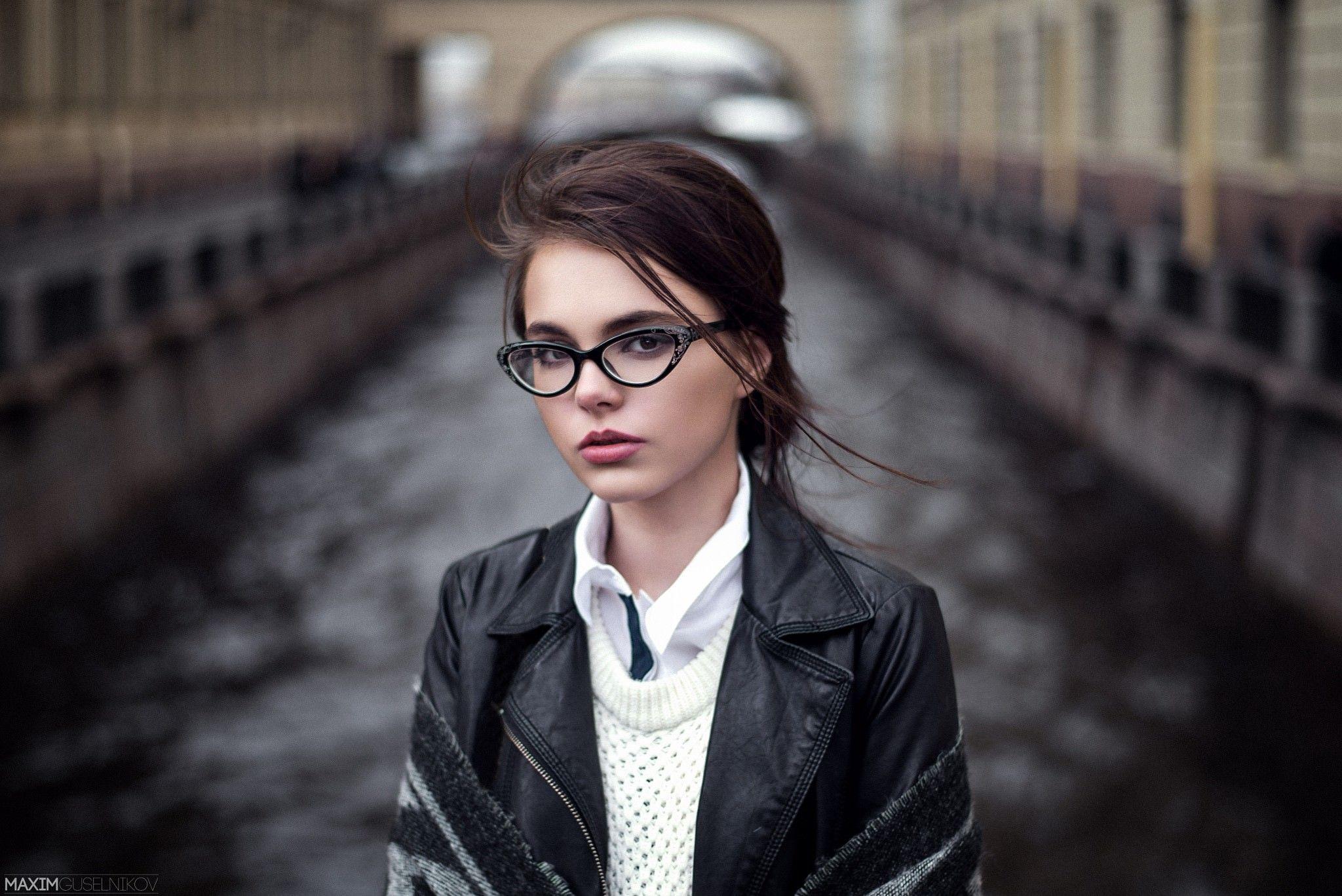 escort girl lens