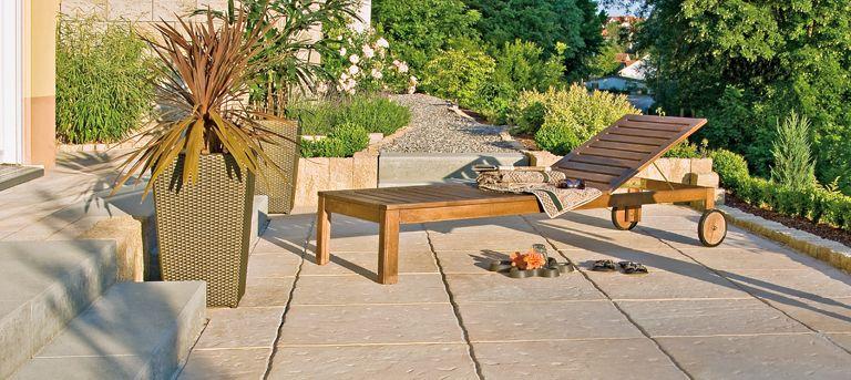 Sonnenbad im eigenen Garten. VERDANO nativo - Terracotta nuanciert auf godelmann.de #terracotta #godelmann