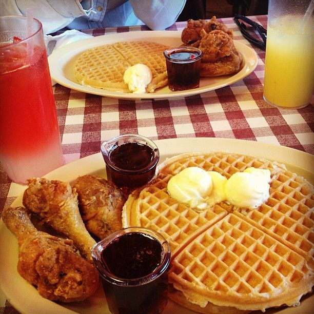Roscoe S House Of Chicken And Waffles L A Is A Southern Soul Food Restaurant In Los Angeles Ca Soul Food Restaurant Chicken Waffles Waffles
